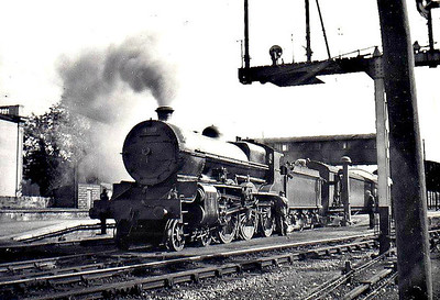Class B 2 - 409 - GS&WR Class 400 4-6-0, built 1922 by Armstrong Whitworth as GS&WR No.404 - 1925 to GSR, 1925 rebuilt with Belpaire boiler, 1930 to GSR No.409, 1935 rebuilt as 2-cylinder simple, 1945 to CIE, 1952 rebuilt with Belpaire boiler - withdrawn 1958 - seen here at Mallow on 1515 Cork - Dublin, 09/55.
