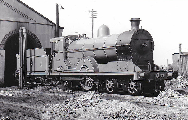 Class S - 171 SLIEVE GULLION - GNR(I) 4-4-0 - built 1913 by Beyer Peacock - 1939 rebuilt - 1958 to CIE as No.171N - withdrawn 1963 - preserved - seen here at Dundalk in June 1955.