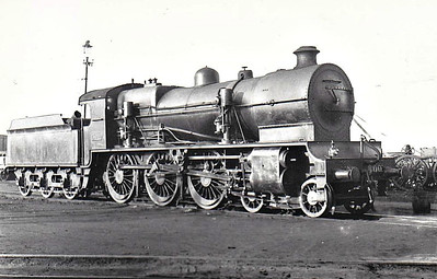 Class B 1 - 500 - GS&WR Class 500 4-6-0 - built 1924 by Inchicore Works as GS&WR No.500 - 1925 to GSR as No.500, 1928 fitted with feedwater heater, 1932 part removed, 1940 remainder removed, 1945 to CIE - withdrawn 1955 - seen here after 1940.
