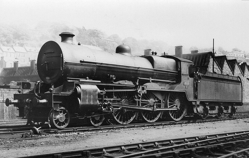 Class B2 - 409 - GS&WR 4-cylinder compound Class 400 4-6-0, built 1922 by Armstrong Whitworth & Co. - 1925 to GSR, 1925 rebuilt with Belpaire boiler, 1935 rebuilt as 2-cylinder simple, 1945 to CIE, 1952 rebuilt - withdrawn 1958 - seen here at Cork in 1938.