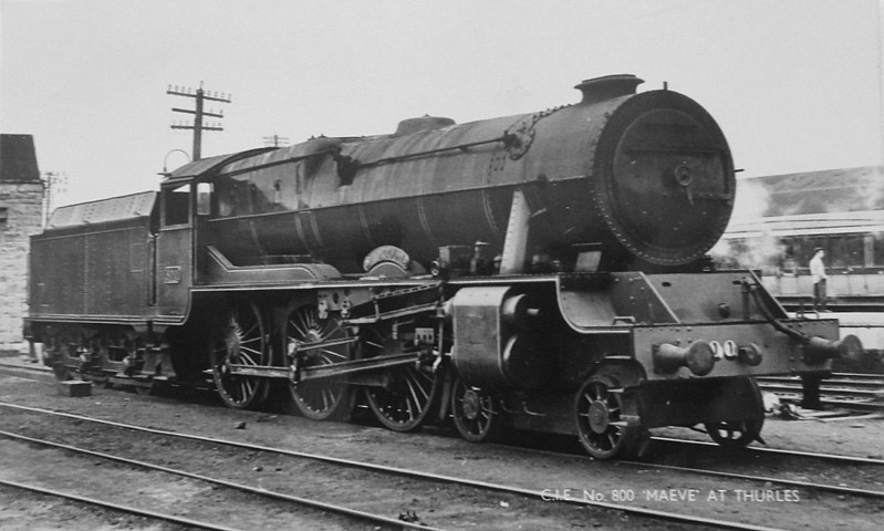 Class B 1A - 800 MAEDHBH - GSR Class 800 4-6-0, built in 1939 by Inchicore Works - 1945 to CIE - withdrawn in 1962 - seen here at Thurles.