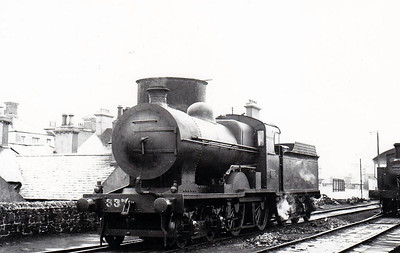 Class D 2 - 337 - GS&WR Class 333 4-4-0 - built 1908 by Inchicore Works - 1925 to GSR, 1930 rebuilt with Belpaire boiler, 1945 to CIE - withdrawn 1955 - seen here at Bray in 1938.
