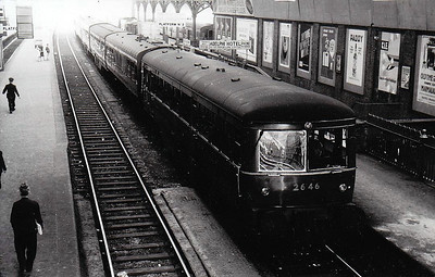 CORAS IOMPAIR EIREANN - 2646 - 2600 Class DMU, 66 2-car sets built from 1951 by AEC - all withdrawn by 1975, many converted to push/pull driving trailers - seen here at Dublin Westland Row in 1964.