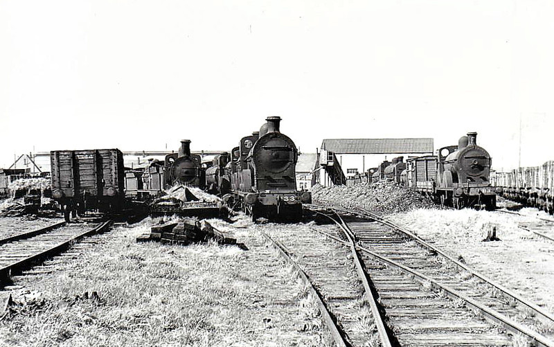 DUNDALK LOCOMOTIVE WORKS - engines on the scrapline at Dundalk in April 1955, Class Q No.133 centre, Class QL No.113 to right.