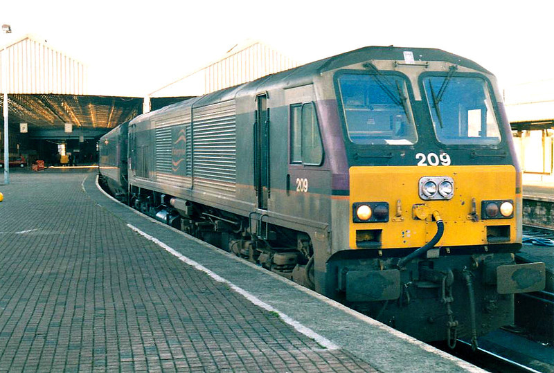 209 RIVER FOYLE - General Motors Class 201 Co-Co DE - built 1994 by General Motors - awaits departure from Dublin Connolly on the 0935 to Belfast Central, my train thence, 23/10/02.
