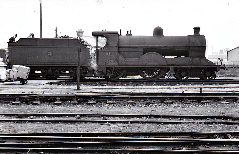 63 - GNR(I) Class S2 4-4-0 - built 1915 by Beyer Peacock as GNR No.192 MOUNT HAMILTON - 1938 renamed SLIEVENAMON - 10/58 to UTA as No.63x - 1965 withdrawn - seen here in 1963.