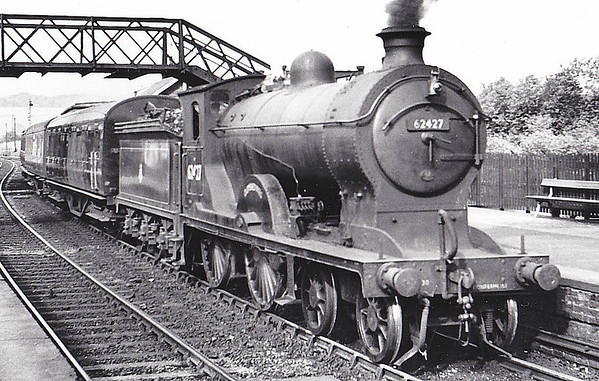 62427 DUMBIEDYKES - Reid NBR/LNER Scott Class D30 4-4-0 - built 07/14 by Cowlairs Works as NBR No.418 - 1923 to LNER No.9418, 1946 to LNER No.2427, 11/48 to BR No.62427 - 04/59 withdrawn from 62C Dunfermline Upper - seen here at Inverkeithing, 09/57.
