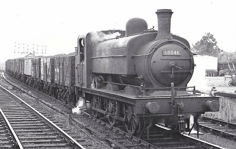 68846 - Ivatt GNR Class J52 0-6-0ST - built 05/1899 by Sharp Stewart & Co. as GNR No.1247 - 08/24 to LNER No.4247, 12/46 to LNER No.8846, 12/48 to BR No.68846 - 05/59 withdrawn from 34A Kings Cross - seen here at Wood Green, 08/56.