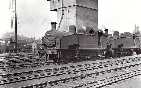 68928 - Gresley GNR/LNER Class J50 0-6-0T - built 12/22 by Doncaster Works as GNR No.229 - 04/26 to LNER No.3229, 04/46 to LNER No.8928, 04/49 to BR No.68928, 09/62 to Departmental No.13 - 09/62 withdrawn from 36A Doncaster - seen here at Hornsey, 04/55.