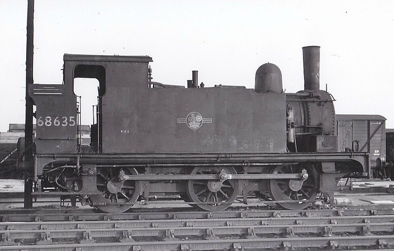 68635 - Holden GER/LNER Class J69 0-6-0T - built 09/04 by Stratford Works as GER No.89 - 1924 to LNER No.7089, 09/46 to LNER No.8635, 07/48 to BR No.68635 - 09/62 withdrawn from 30A Stratford - seen here at New England, 12/58.
