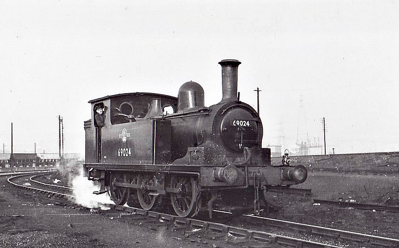 69024 - Worsdell NER/LNER/BR Class J72 0-6-0T - built 04/51 by Darlington Works - 09/63 withdrawn from 52A Gateshead.