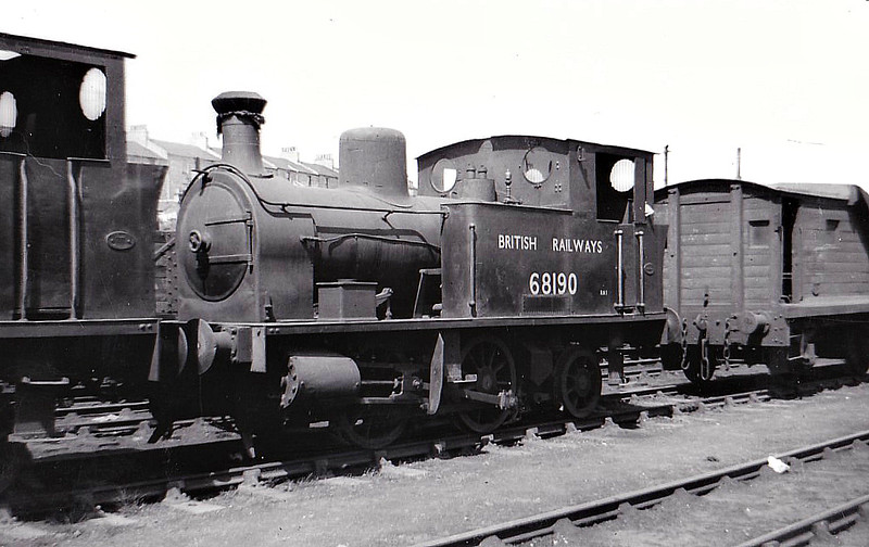 68190 - Heywood GNSR Class X LNER Class Z4 0-4-2T - built 08/15 by Manning Wardle & Co. as GNSR No.116 - 04/16 to GNSR No.43, 08/24 to LNER No.6843, 09/46 to LNER No.8190, 06/48 to BR No.68190 - 04/60 withdrawn from 61A Kittybrewster, where seen 05/48.