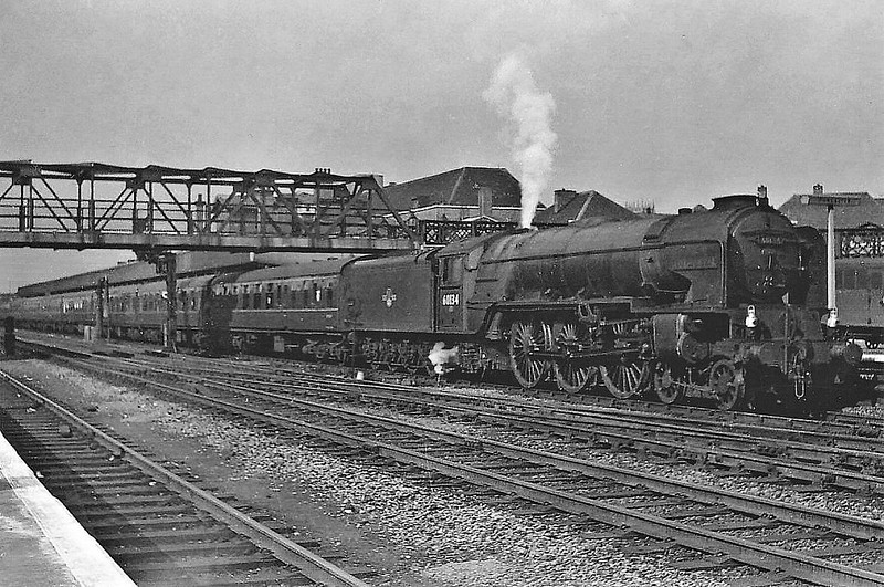 60134 FOXHUNTER - Peppercorn Class A1 4-6-2 - built 11/48 by Darlington Works - 04/65 withdrawn from 55C Leeds Neville Hill - seen here at Doncaster