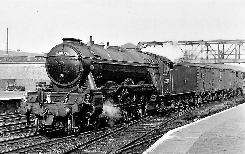 60039 SANDWICH - Gresley LNER Class A3 4-6-2 - built 09/34 by Doncaster Works as LNER No.2504 - 07/46 to LNER No.39, 07/48 to BR No.60039 - 03/63 withdrawn from 34A Kings Cross - seen here at Doncaster.