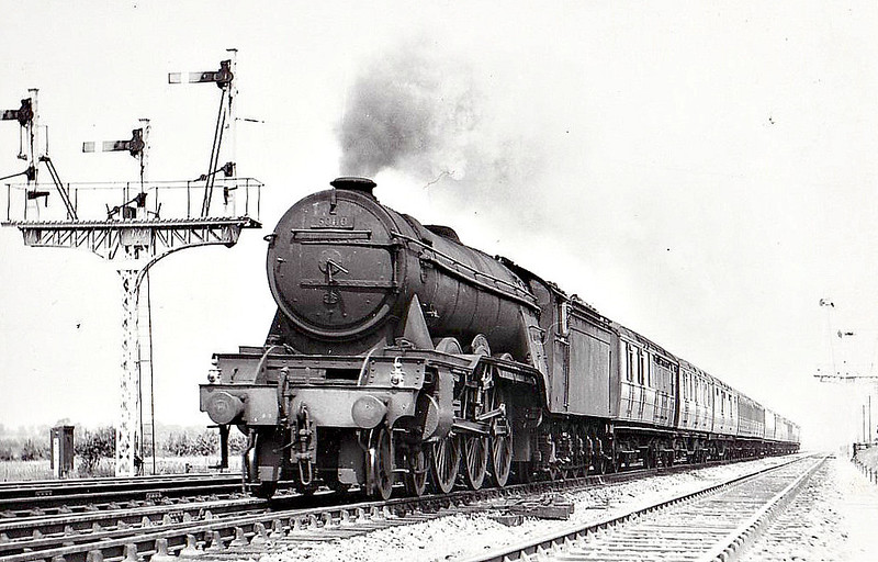 60110 ROBERT THE DEVIL -  Gresley LNER Class A3 4-6-2 - built 07/23 by Doncaster Works as GNR No.1479 - 04/25 to LNER No.4479, 08/46 to LNER No.110, 03/49 to BR No.60110 - 53/63 withdrawn from 34A Kings Cross - seen here at Paxton, 06/53.