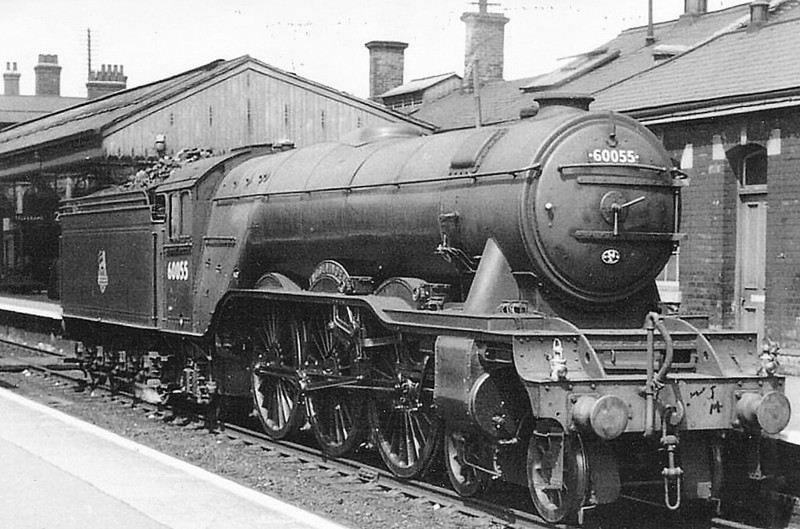 60055 WOOLWINDER - Gresley LNER Class A3 4-6-2 - built 12/24 by Doncaster Works as LNER No.2554 - 09/46 to LNER No.55, 06/48 to BR No.60055 - 09/61 withdrawn from 34A Kings Cross - seen here at Grantham.