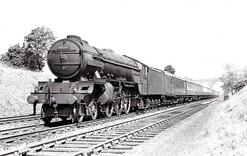 60501 COCK O'THE NORTH - Thompson LNER Class A2/2 rebuild of Gresley Class P2 2-8-2 - built 05/34 by Doncaster Works as LNER No.2001 - 06/44 rebuilt to Class A2/2, 08/46 to LNER No.501, 05/48 to BR No.60501 - 02/60 withdrawn from 50A York - seen here near Grantham.