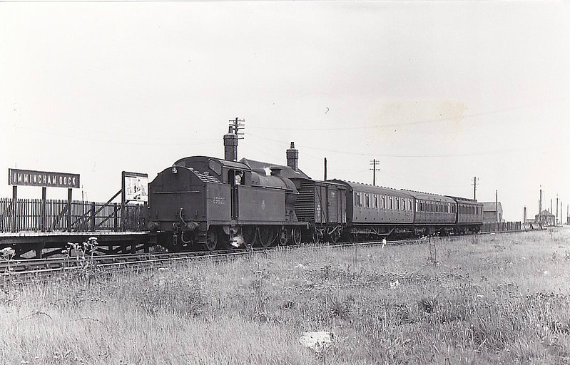 69820 - Robinson GCR Class A5 4-6-2T - built 01/23 by Gorton Works as GCR No.3 - 10/24 to LNER No.5003, 07/46 to LNER No.9820, 09/48 to BR No.69820 - 11/60 withdrawn from 40B Immingham - seen here at Immingham Dock, 06/58.