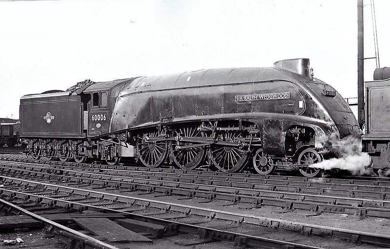 60006 SIR RALPH WEDGWOOD - Gresley LNER Class A4 4-6-2 - built 01/38 by Doncaster Works as LNER No.4466 - 12/43 original name HERRING GULL removed, renamed SIR RALPH WEDGWOOD, 05/46 to LNER No.6, 12/48 to BR No.60006 - 09/65 withdrawn from 61B Aberdeen Ferryhill - seen here at Kings Cross, 01/62.