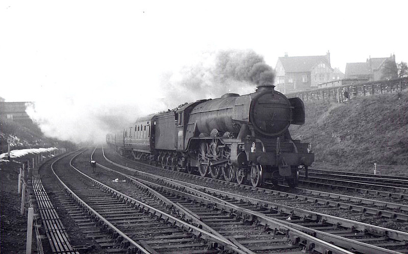 60089 FELSTEAD - Gresley LNER Class A3 4-6-2 - built 08/28 by Doncaster Works as LNER No.2743 - 09/46 to LNER No.89, 09/48 to BR No.60089 - 10/63 withdrawn from 64A St Margarets - seen here at Neville Hill.