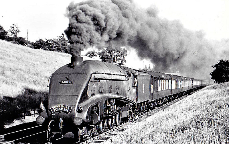 60032 GANNET - Gresley LNER Class A4 4-6-2 - built 05/38 by Doncaster Works as LNER No.4900 - 11/46 to LNER No.32, 06/49 to BR No.60032 - 10/63 withdrawn from 34E New England - seen here at Potters Bar, 06/50.