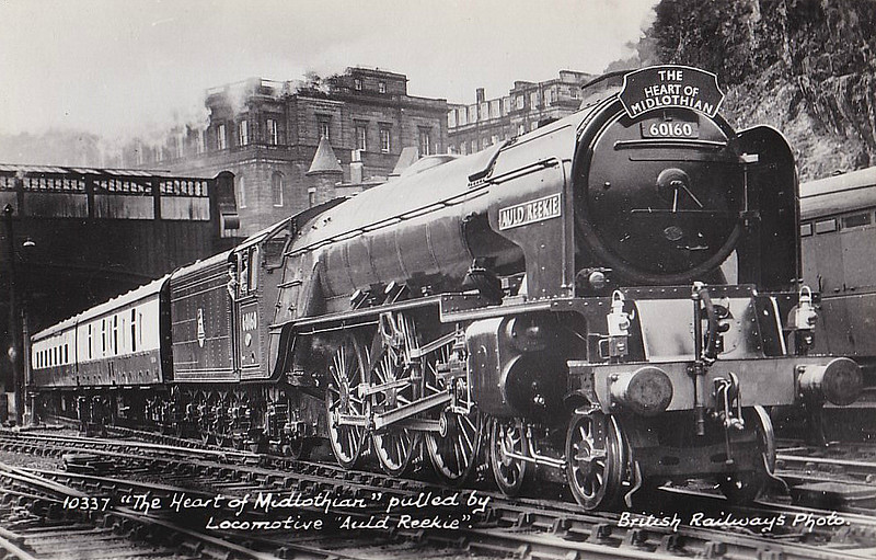 60160 AULD REEKIE - Peppercorn Class A1 4-6-2 - built 12/49 by Doncaster Works - 12/63 withdrawn from 64A St Margarets - seen here at Edinburgh Waverley.