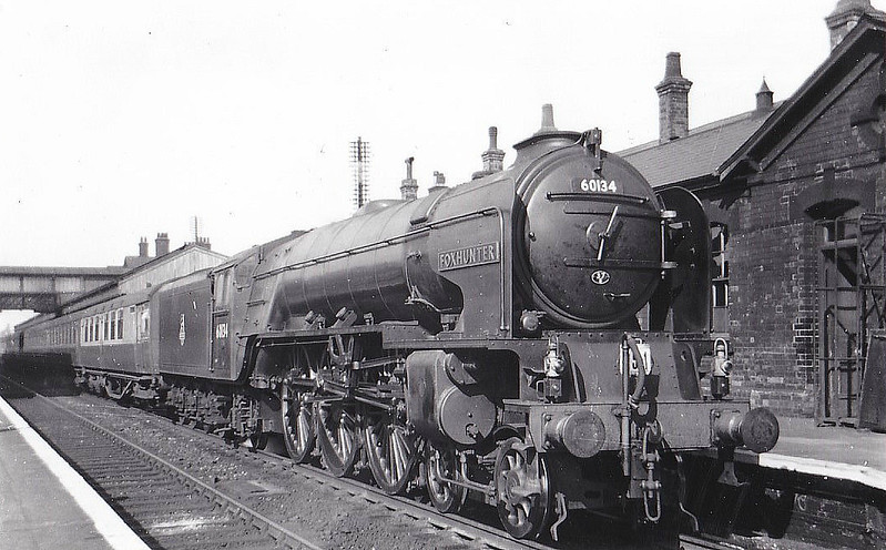 60134 FOXHUNTER - Peppercorn Class A1 4-6-2 - built 11/48 by Darlington Works - 04/65 withdrawn from 55C Leeds Neville Hill - seen here at Grantham.