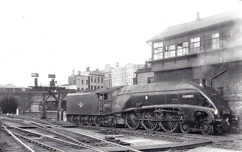 60027 MERLIN - Gresley LNER Class A4 4-6-2 - built 03/37 by Doncaster Works as LNER No.4486 - 05/46 to LNER No.27, 06/48 to BR No.60027 - 09/65 withdrawn from 64A St Margarets - seen here at Kings Cross.