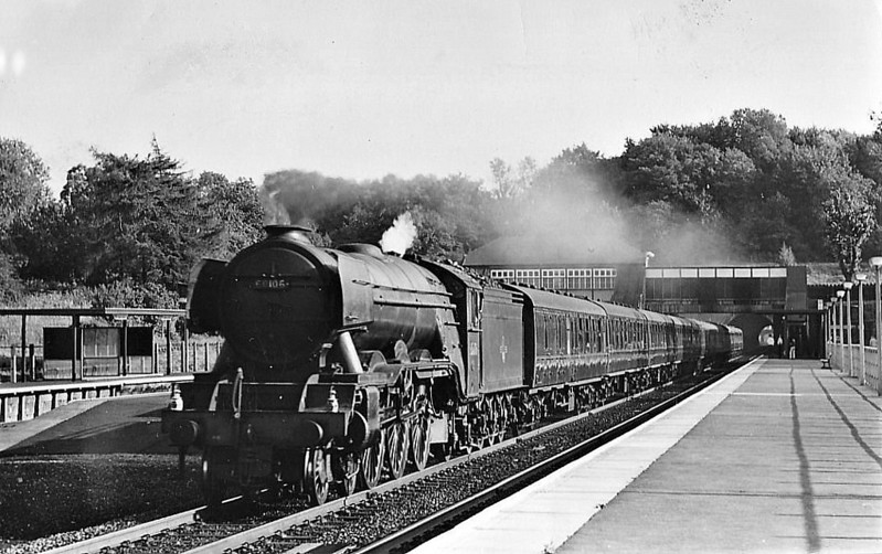 60106 FLYING FOX - Gresley LNER Class A3 4-6-2 - built 04/23 by Doncaster Works as GNR No.1475 - 02/25 to LNER No.4475, 05/46 to LNER No.106, 12/48 to BR No.60106 - 12/64 withdrawn from 34E New England - seen here at Hadley Wood.