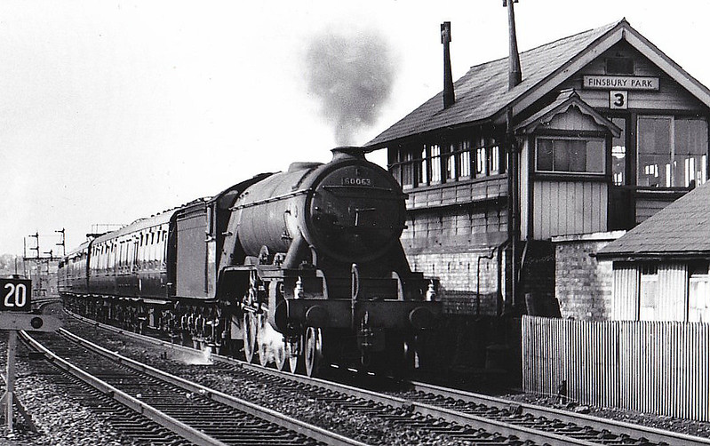 60063 ISINGLASS - Gresley LNER Class A3 4-6-2 - built 06/25 by Doncaster Works as LNER No.2562 - 07/46 to LNER No.63, 01/49 to BR No.60063 - 06/64 withdrawn from 34E New England - seen here at Finsbury Park.