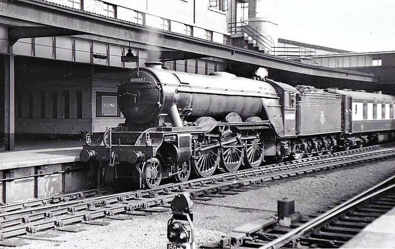 60088 BOOK LAW - Gresley LNER Class A3 4-6-2 - built 07/30 by Doncaster Works as LNER No.2599 - 08/46 to LNER No.88, 07/48 to BR No.60088 - 10/63 withdrawn from 52A Gateshead - seen here at York.