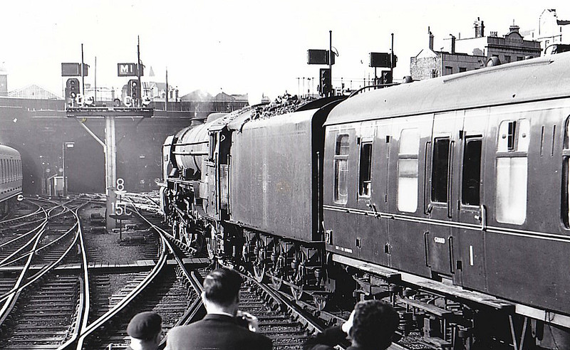60130 KESTREL - Peppercorn Class A1 4-6-2 - built 09/48 by Doncaster Works - 10/65 withdrawn from 56B Ardsley - seen here leaving Kings Cross.