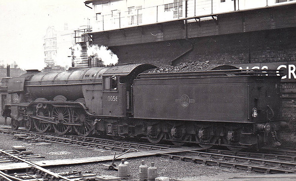 60056 CENTENARY - Gresley LNER Class A3 4-6-2 - built 02/25 by Doncaster Works as LNER No.2555 - 07/46 to LNER No.56, 05/49 to BR No.60056 - 05/63 withdrawn from 35B Grantham - seen here at Kings Cross in April 1963.
