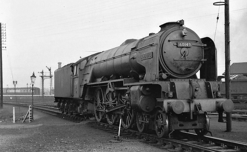 60149 AMADIS - Peppercorn BR Class A1 4-6-2 - built 05/49 .by Darlington Works - 06/64 withdrawn from 36A Doncaster - seen here at Grantham, 10.55.