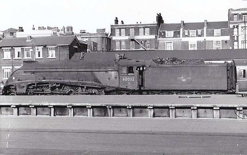 60032 GANNET - Gresley LNER Class A4 4-6-2 - built 05/38 by Doncaster Works as LNER No.4900 - 11/46 to LNER No.32, 06/49 to BR No.60032 - 10/63 withdrawn from 34E New England.