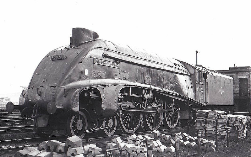 60026 MILES BEEVOR - Gresley LNER Class A4 4-6-2 - built 02/37 by Doncaster Works as LNER No.4485 - 05/46 to LNER No.26 - 09/47 original name KESTREL removed - 09/49 to BR No.60026 - 12/65 withdrawn from 61B Aberdeen Ferryhill.