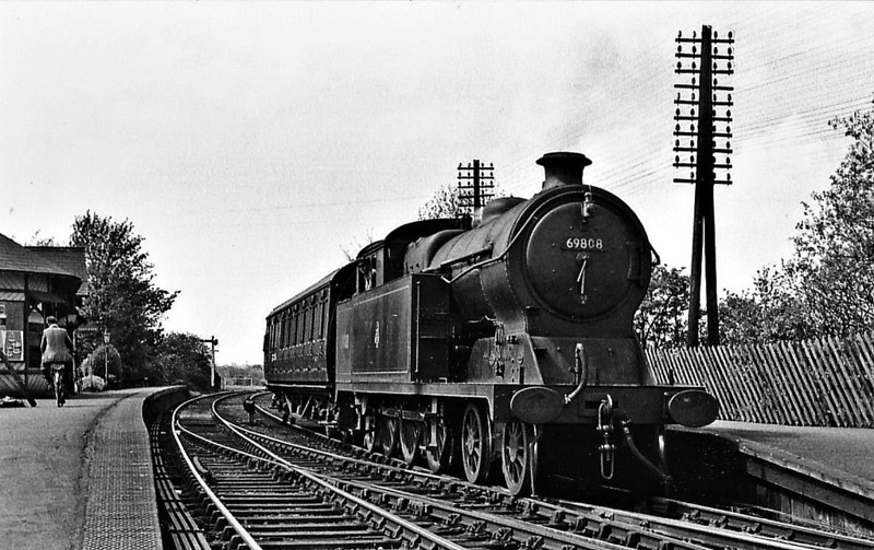 69808 - Robinson GCR Class A5 4-6-2T - built 08/11 by Gorton Works as GCR No.448 - 02/26 to LNER No.5448, 06/46 to LNER No.9808, 01/48 to BR No.E9808, 12/49 to BR No.69808 - 11/60 withdrawn from 40A Lincoln - seen here at Rolleston Junction on a train for Southwell, 05/59.