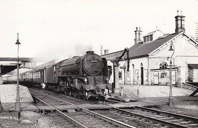 60130 KESTREL - Peppercorn Class A1 4-6-2 - built 09/48 by Doncaster Works - 10/65 withdrawn from 56B Ardsley - seen here at Huntingdon with an up Pullman.