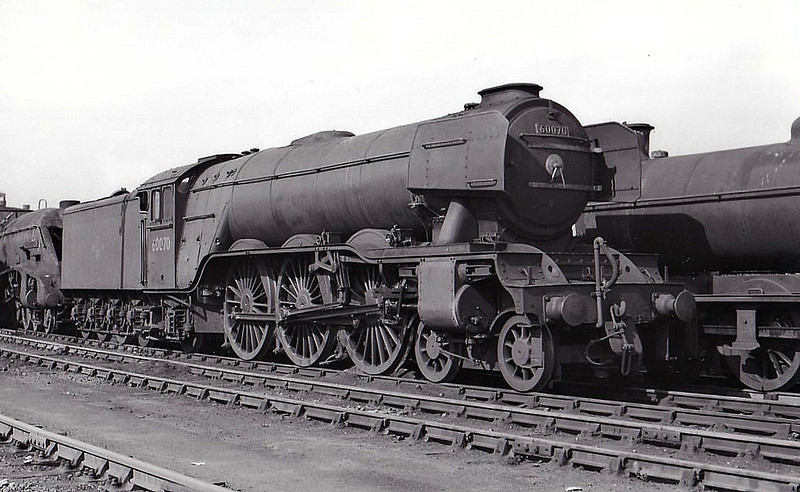 60070 GLADIATEUR - Gresley LNER Class A3 4-6-2 - built 09/24 by North British Loco Co. as LNER No.2569 - 06/46 to LNER No.70, 08/48 to BR No.60070 - 05/64 withdrawn from 52A Gateshead - seen here at Heaton, 05/64, nameplates removed.