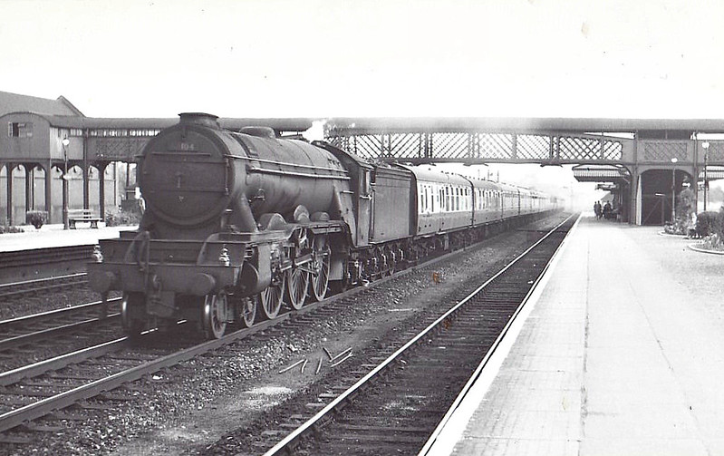 60104 SOLARIO - Gresley LNER Class A3 4-6-2 - built 03/23 by Doncaster Works as GNR No.1473 - 06/24 to LNER No.4473, 05/46 to LNER No.104, 07/48 to BR No.60104 - 12/59 withdrawn from 34A Kings Cross - seen here at Welwyn Garden City, 07/56.