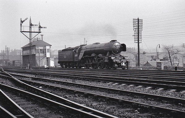 60083 SIR HUGO - Gresley LNER Class A3 4-6-2 - built 12/24 by Doncaster Works as LNER No.2582 - 10/46 to LNER No.83, 05/49 to BR No.60083 - 05/64 withdrawn from 52A Gateshead - seen here at Haymarket.