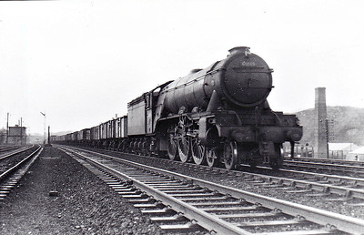 60089 FELSTEAD - Gresley LNER Class A3 4-6-2 - built 08/28 by Doncaster Works as LNER No.2743 - 09/46 to LNER No.89, 09/48 to BR No.60089 - 10/63 withdrawn from 64A St Margarets - seen here at Polmont in September 1961.