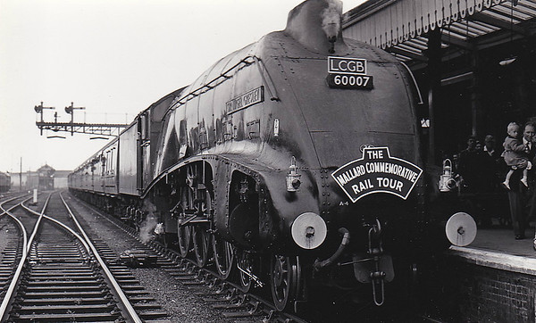 60007 SIR NIGEL GRESLEY - Gresley LNER Class A4 4-6-2 - built 10/37 by Doncaster Works as LNER No.4498 - 01/47 to LNER No.7, 03/48 to BR No.60007 - 02/66 withdrawn from 61B Aberdeen Ferryhill - preserved - seen here at Cambridge on the LCGB 'Mallard Commemorative Rail Tour' on July 6th, 1963. This tour went from Kings Cross to York, outward via Cambridge, March, GN/GE Joint Line and Doncaster and returned via the ECML.