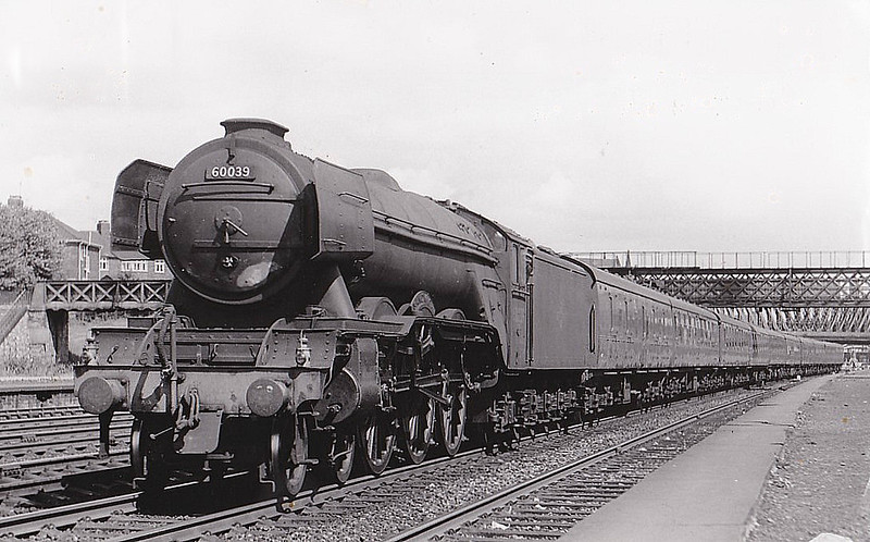 60039 SANDWICH - Gresley LNER Class A3 4-6-2 - built 09/34 by Doncaster Works as LNER No.2504 - 07/46 to LNER No.39, 07/48 to BR No.60039 - 03/63 withdrawn from 34A Kings Cross.