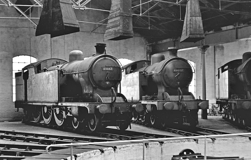 69867 - Raven NER Class H1 4-4-4T - built 03/14 by Darlington Works as NER No.2160 - 07/36 rebuilt as Class A8 4-6-2T - 02/48 to LNER No.9867, 10/49 to BR No.69867  - 12/59 withdrawn from 50E Scarborough, where seen with sister No.69877, 07/59.
