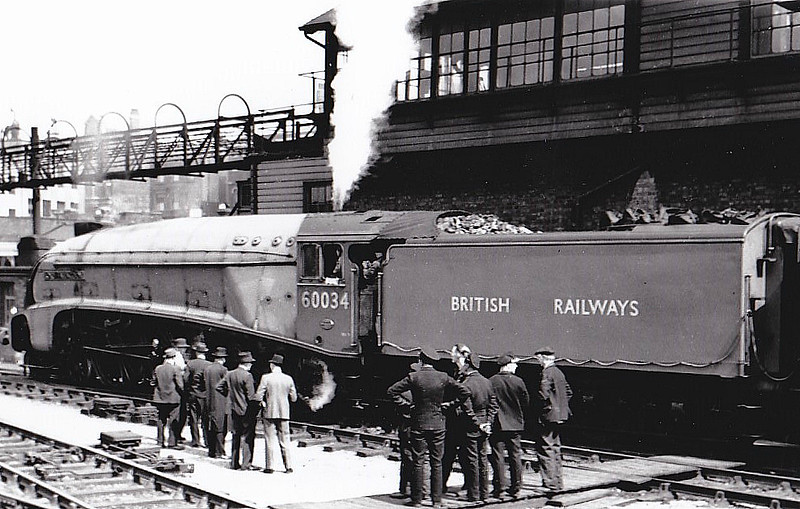 60034 LORD FARINGDON - Gresley LNER Class A4 4-6-2 - built 07/38 by Doncaster Works as LNER No.4903 - 11/46 to LNER No.34, 03/48 to BR No.60034, original name PEREGRINE removed - 08/66 withdrawn from 61B Aberdeen Ferryhill - seen here about to depart Kings Cross on the 1310 to Leeds with the LNER Dynamometer Car behind during the Locomotive Exchanges, 20/04/48.