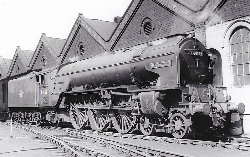 60152 HOLYROOD - Peppercorn Class A1 4-6-2 - built 07/49 by Darlington Works - 06/65 withdrawn from 50A York North - seen here at Haymarket.