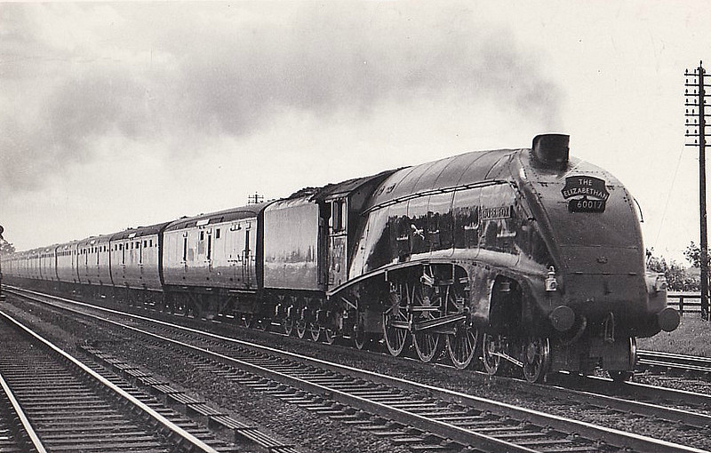 60017 SILVER FOX - Gresley LNER Class A4 4-6-2 - built 12/35 by Doncaster Works as LNER No.2512 - 09/46 to LNER No.17, 04/49 to BR No.60017 - 10/63 withdrawn from 34E New England.