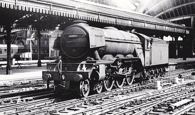 60054 PRINCE OF WALES - Gresley LNER Class A3 4-6-2 - built 12/24 by Doncaster Works as LNER No.2553 - 09/46 to LNER No.54, 04/48 to BR No.60054 - 06/64 withdrawn from 34E New England - seen here at York - note nameplates removed.
