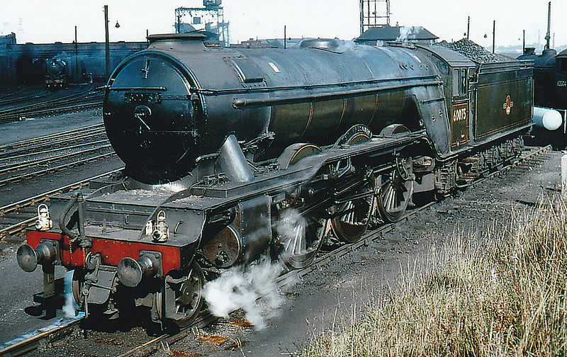 60075 ST FRUSQUIN - Gresley LNER Class A3 4-6-2 - built 10/24 by North British Loco Co. as LNER No.2574 - 10/46 to LNER No.75, 05/48 to BR No.60075 - 01/64 withdrawn from 52A Gateshead - seen here at Darlington.